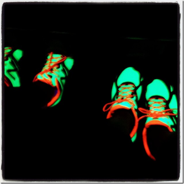 glow-in-the-dark_New_Balance_