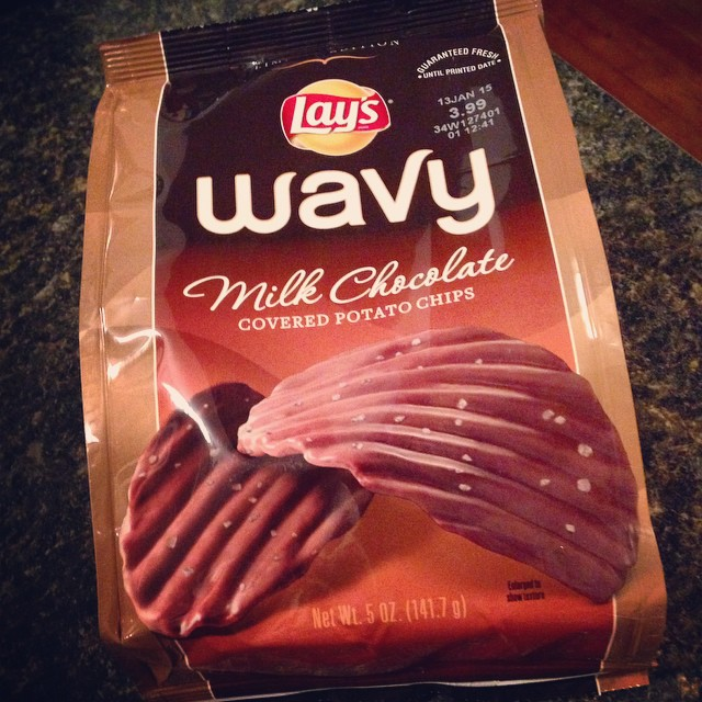 Well, hello there! ? Thanks @moonp1es for keeping us well-fed! #chocolate #potatochips #lays #yum