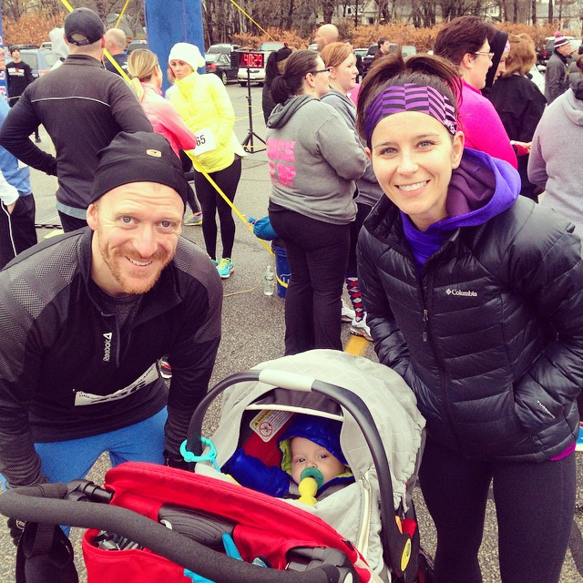 Quinn's first road race! #dreamcatcher #roadrace #thanksgiving #thankful #junebaby #family #familyfitness #fitmom #fitdad #fitfluential #ffcheckin #dreamcatcherroadrace #weymouth #turkeyday #igfitmoms