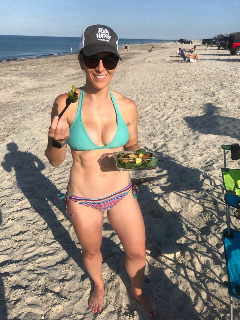 5 Healthy Lunches to Pack for the Beach - eating a salad on the beach